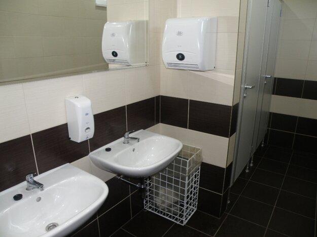 Toalety v kultúrnom dome v Poluvsí kompletne prebudovali.