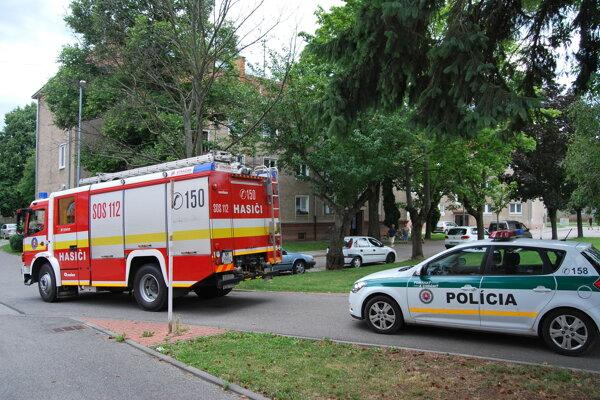 Novomestskí hasiči zisťovali miesto unikajúceho plynu.