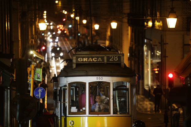 Žltá električka je jeden zo symbolov Lisabonu.