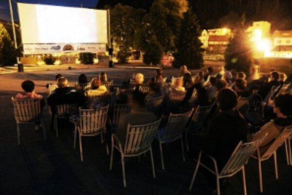 Pod holým nebom budú na hornej Nitre premietané české a slovenské filmy v Prievidzi a Handlovej.