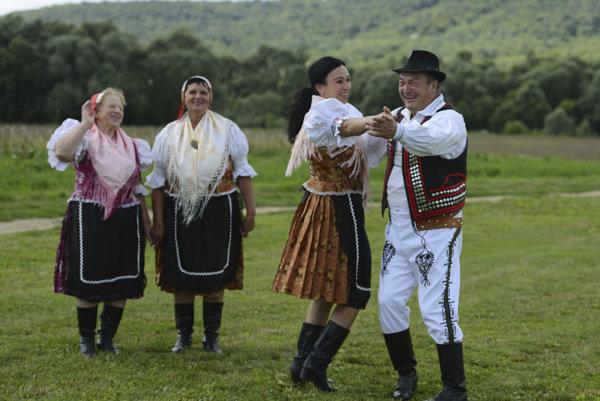 Folkloristi z Dubinného.
