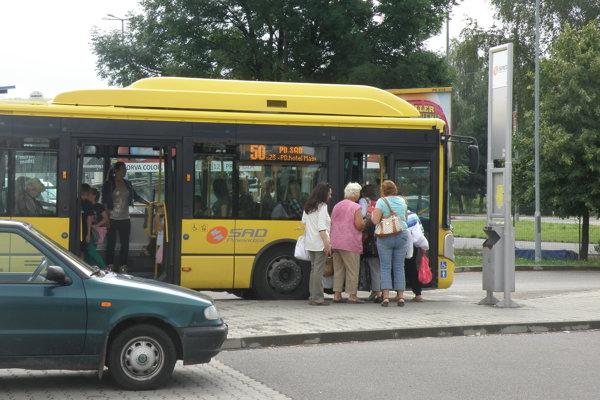 Pri Kauflande pribudne zastávka aj na druhej strane cesty. il. foto.