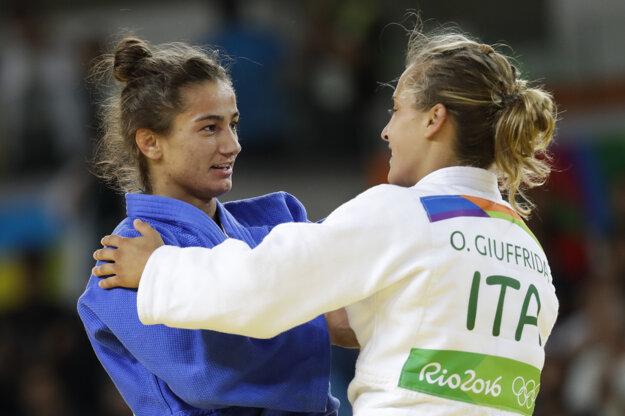 Majlinda Kelmendiová (vľavo) zdolala vo finále Odette Giuffridovú z Talianska.