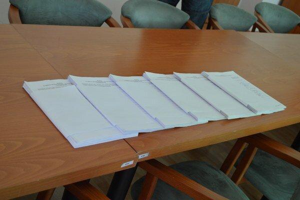 Pod petíciou bolo 1244 platných podpisov.