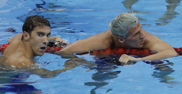 Kolegovia a najväčší súperi. Vľavo Michael Phelps, vpravo Ryan Lochte. V Riu nepriťahujú pozornosť iba Lochteho výkony.