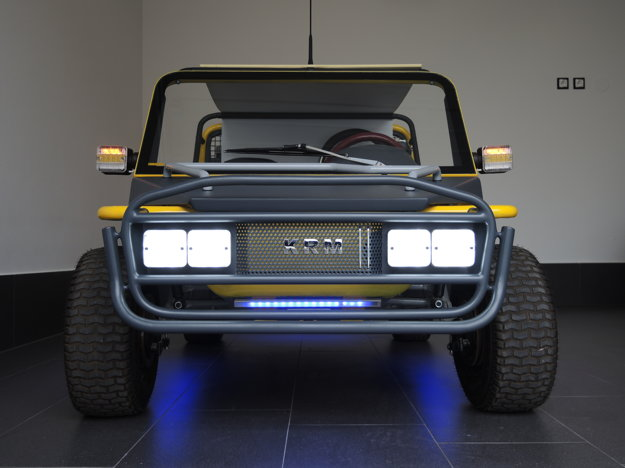 Auto má pekné tvary doplnené o výrazné svetlomety.