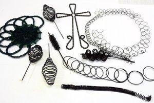 Predmety z drôtu budú vystavené aj v Hornonitrianskom múzeu.