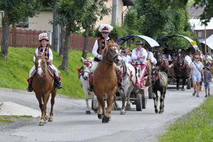Tradičný vozový sprievod počas Goralských folklórnych slávností v Ždiari.