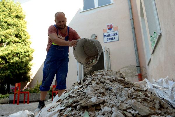 Oprava škôlky v Poľove.