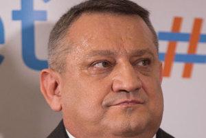 Dobre alebo zle investoval? E. Adamčík sa nedozvedel, či svoju pôžičku strane ešte uvidí.