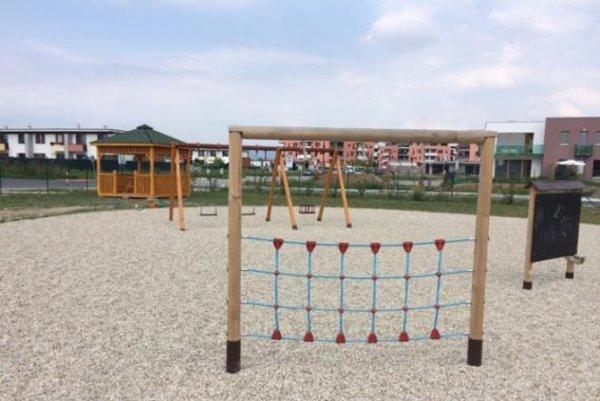 Projekt revitalizácie futbalového ihriska v Čiernej Vode podporil kraj sumou dvetisíc eur.