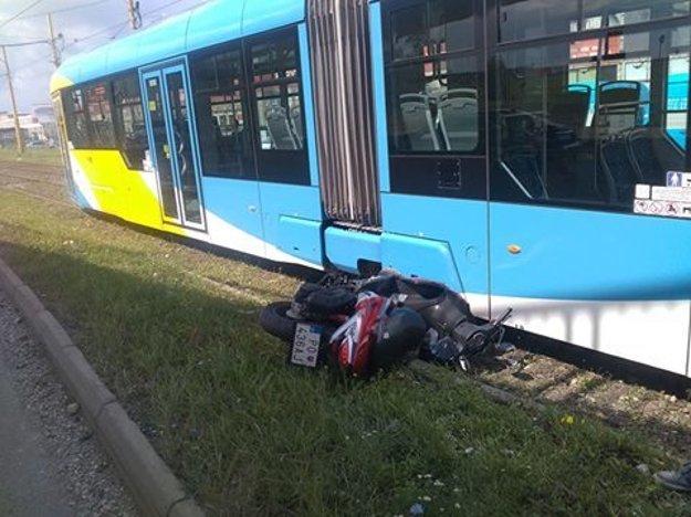 Motocyklista mal obrovské šťastie.