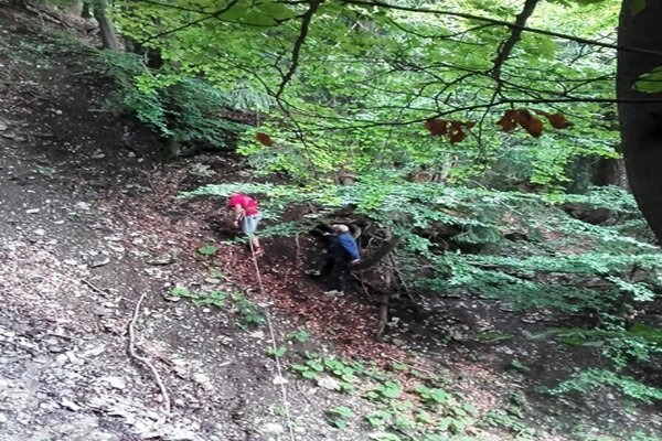 Záchranári pomáhali v nedostupnom teréne.