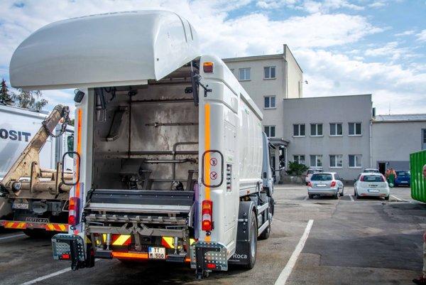 Nové vozidlo na umývanie smetných kontajnerov v Košiciach.