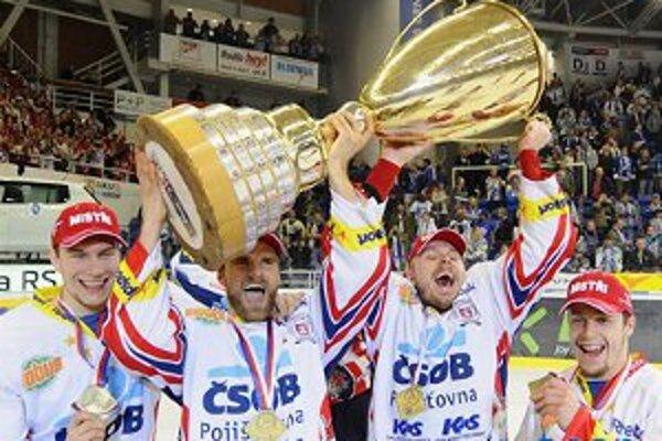 Slovenskí hokejisti v službách Pardubíc (zľava) Martin Šagát, Radovan Somík, Martin Bartek a Jaroslav Markovič.