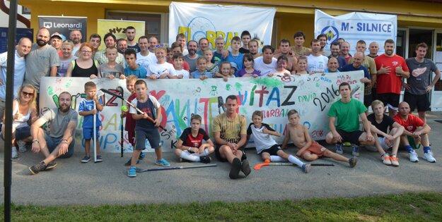 Účastníci a organizátori podujatia v Dolnom Hričove.