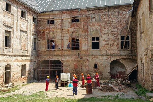 Obnova kaštieľa v Jelšave.