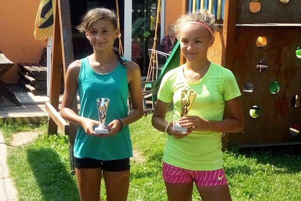 Nelly Vighová (vpravo) vyhrala turnaj v Bratislave. Ana Šabíková (vľavo) zasa vybojovala prvenstvo v Bardejove.