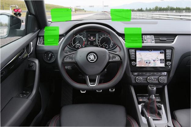 Príklady vhodného umiestnenia smartfónu v aute.
