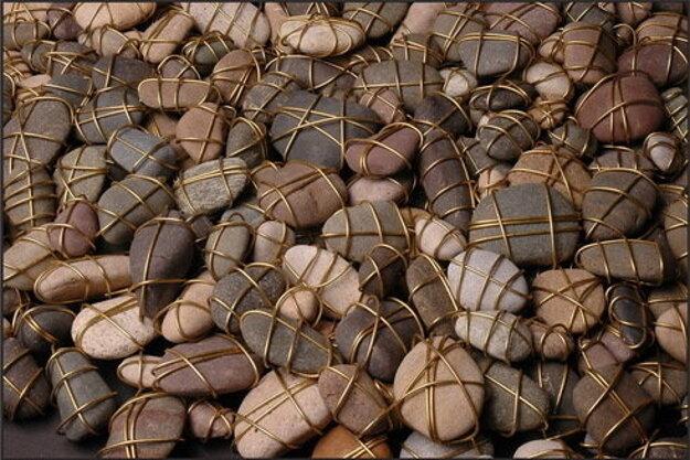 Kamienky symbolizujú 70-tisíc obetí holokaustu zo Slovenska.