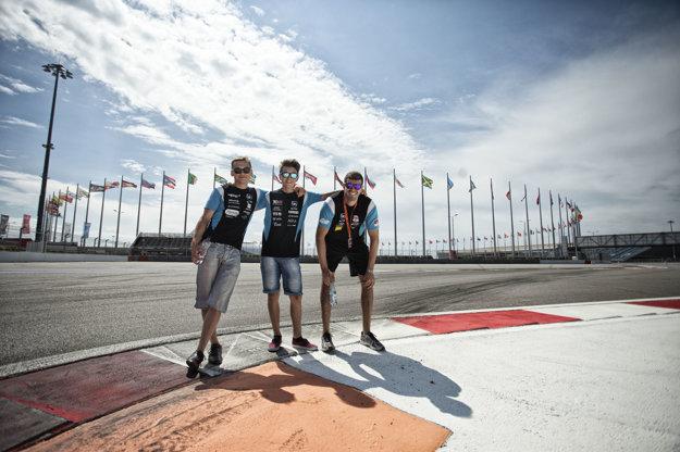 Matej Homola (vľavo) môže ešte skončiť prvý v celkovom poradí.