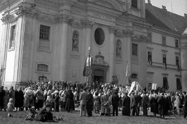 Na archívnej snímke zo 14. mája 1951 Národná púť v Šaštíne.
