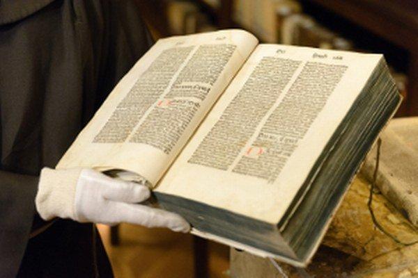 Na snímke Biblia Germanica z roku 1477. Ilustračné foto k výstave.