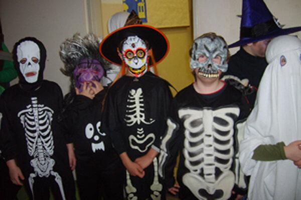 Strašidlá na jednu noc ovládli školu v Opatovciach.