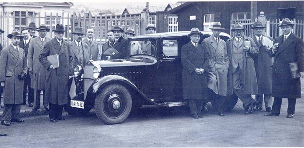 Obchodníkom bol nový automobil predstavený v roku 1931.