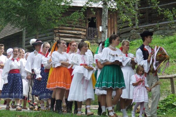 Dožinkové zvyky na Kysuciach si pripomenú v nedeľu v Skanzene Vychylovka.