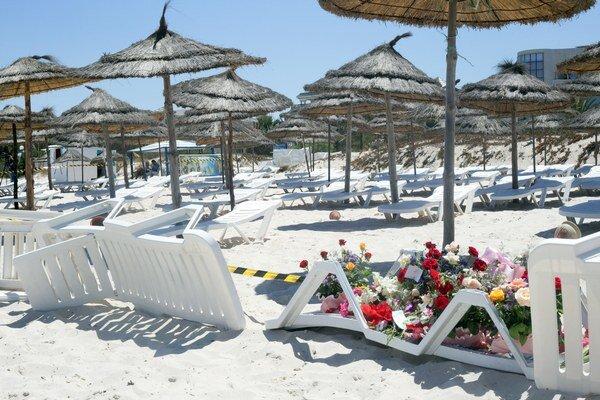 Z plážového turistického raja sa stalo pietne miesto.