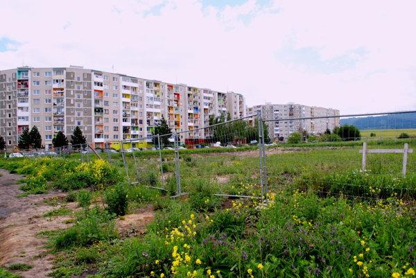 Na tomto mieste mal stáť Nový Poprad. Mesto sa starej myšlienky nechce úplne vzdať, plánuje stavať na Suchoňovej.