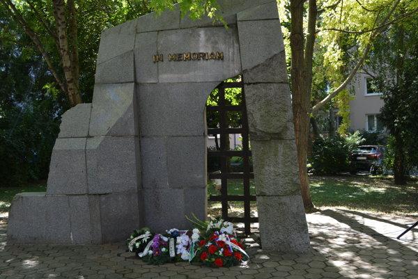 Nových Zámkoch sa konalo Spomienkové zhromaždenie pri príležitosti 72.výročia Slovenského národného povstania.