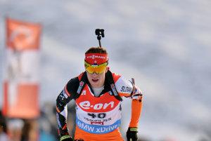 Martin Otčenáš v biatlonových pretekoch počas zimy.