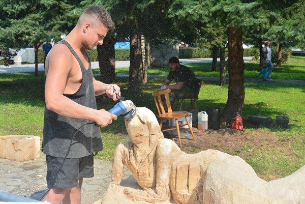 Výroba sôch počas osláv dní mesta.