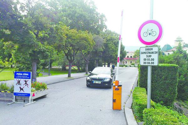 Na Kúpeľnom ostrove vraj ohrozujú cyklisti chodcov.