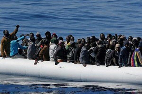 Európska komisia v apríli oznámila návrh plánu, ktorý presadzuje povinné kvóty utečencov medzi členskými štátmi. Musí ho schváliť ešte Európska rada.