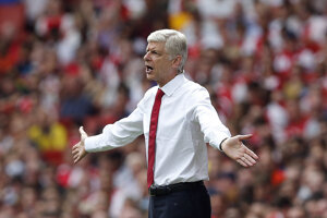 Zatiaľ čo jeho rivali vo veľkom nakupovali, Wenger priviedol do Arsenalu iba pár posíl.