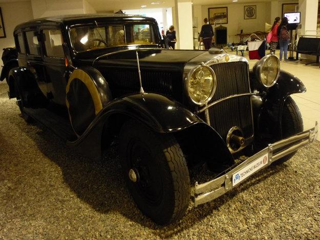 Tatra 70 /1931 – 34/. Šesťmiestna luxusná limuzína, tento druh po prvýkrát vyrábali spoužitím dvojokruhovej hydraulickej brzdy na všetky kolesá, bola súčasťou autoparku prezidenta T.G.Masaryka.