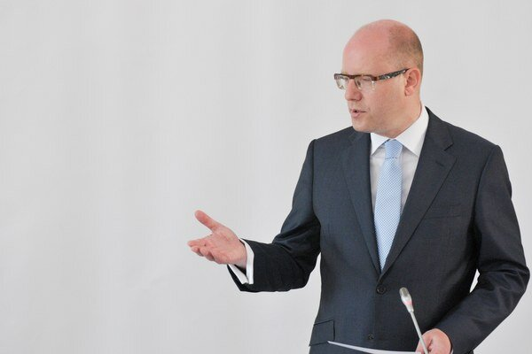 Český premiér Bohuslav Sobotka by rád videl vo vedení rezortu školstva ženu.