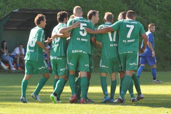 Oravská Poruba potešila fanúšikov ôsmimi gólmi.