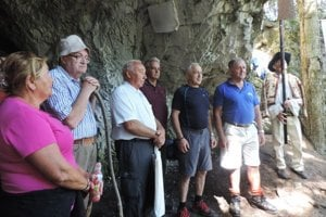 Na odhaľovaní tabule sa zúčastnili zástupcovia židovskej náboženskej obce, predstavitelia obce Závažná Poruba, aj niekoľko desiatok miestnych obyvateľov.