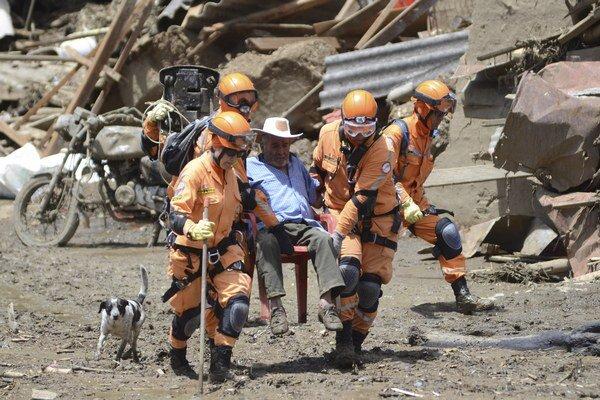 Zosuvy pôdy v Kolumbii si vyžiadali najmenej 84 obetí.