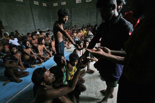 Rohingovia prichádzajú do krajín juhovýchodnej Ázie na pokraji vyhladovania.