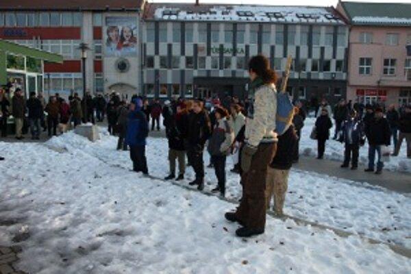 Na námestí v Prievidzi sa zišlo asi 150 ľudí.