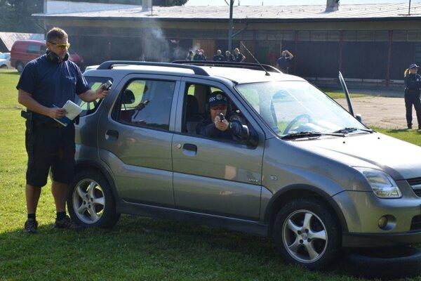 Strelecký parkúr poriadne preveril schopnosti policajtov.
