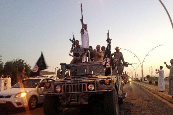 Bojovníci Islamského štátu v Mósule.