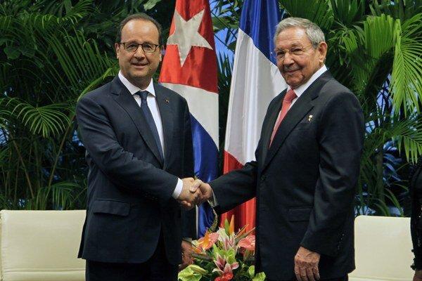 Hollande sa stretol s Fidelom Castrom a neskôr aj s jeho bratom a súčasným prezidentom Raulom Castrom.