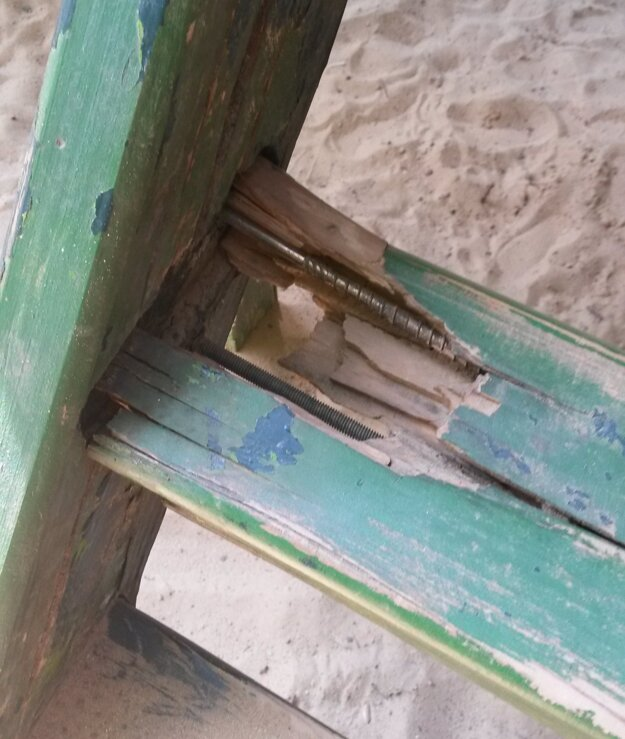 Takto vyzerá schodík na ďalšiu z detských atrakcií v nitrianskom parku.