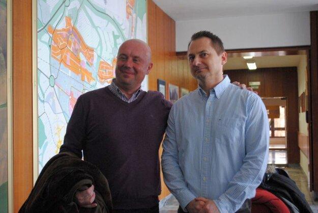 Konateľ Omasta (vľavo) a predseda združenia Vaľko. Mediácia sa podpisom neskončila.